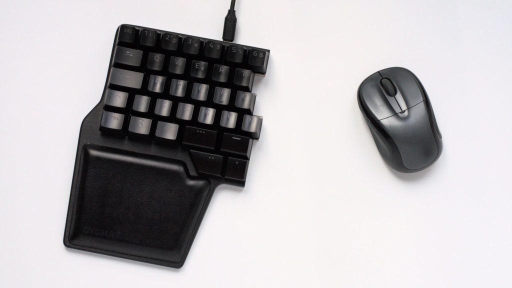 Dygma Raise usado como gamepad para dejar espacio al ratón